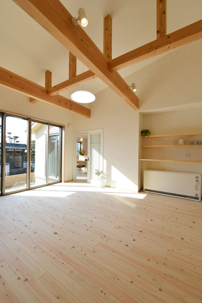 勾配天井のある自然素材の家 大村市